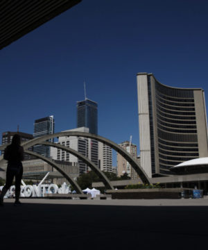 Муниципальные служащие грозят начать в Торонто забастовку